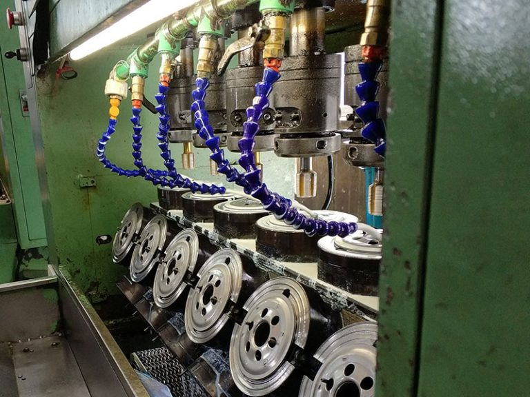 Tapping Plates Thread Making
