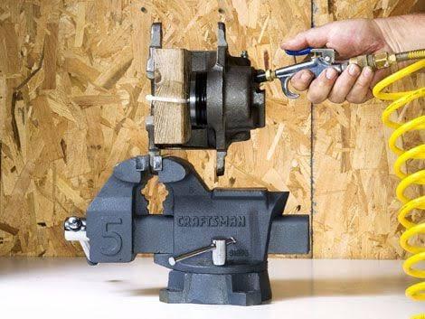 brake-caliper-rebuilding