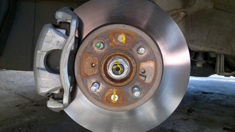 disc-brake-in-the-car