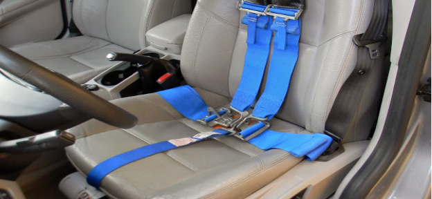 the 5-point seat belt system common in race cars