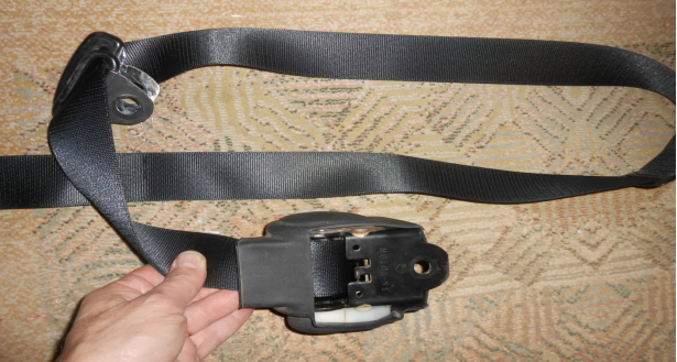 seat belt assembly showing the different parts