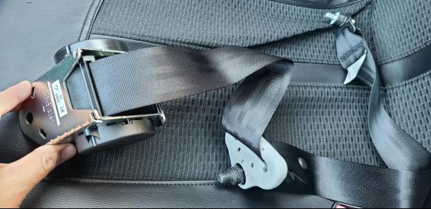 if a seat belt won't lock, the retractor mechanism is broken down